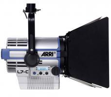 ARRI L7-C LE2 LED Fresnel (Stand Mount, Silver/Blue) L1.31330.CD L1.31330CC L1.31330TC L1.31330DC